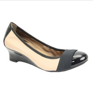 Me Too Deva Leather Wedges Pumps Two-tone